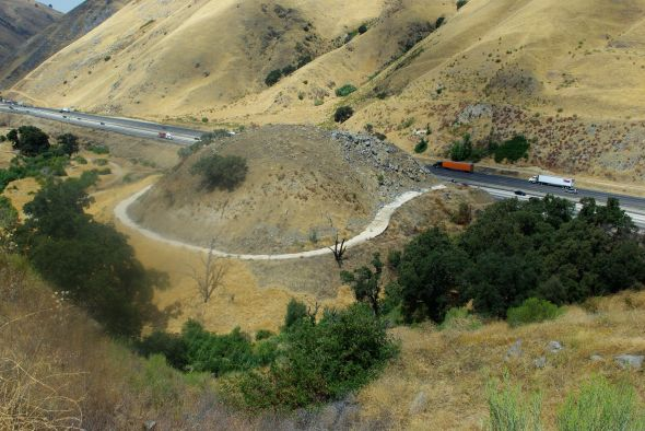 Dead-Man's_Curve_in_Lebec,_California,_2010